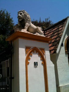 English Cemetery lions