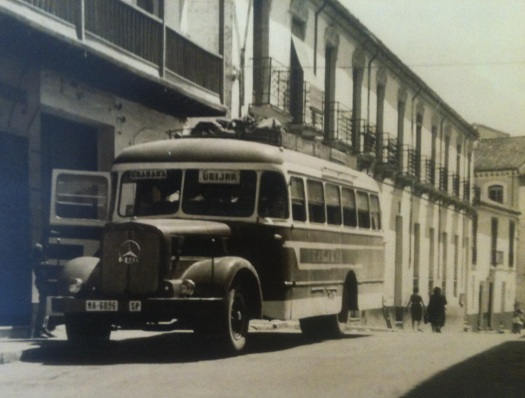 Bus on Avenida Gonzalez Robles.