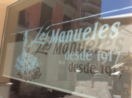 Los Manueles restaurant sign